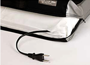電源コード収納部はマジックテープによる開閉式